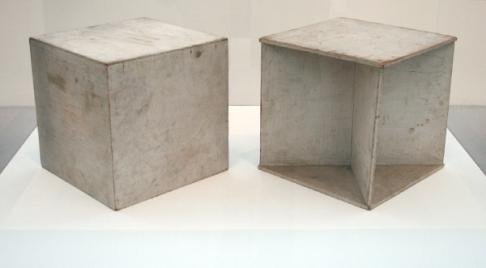 Naum-Gabo-Two-Cubes-Demonstrating-the-Stereometric-Method-Beschilderd-hout